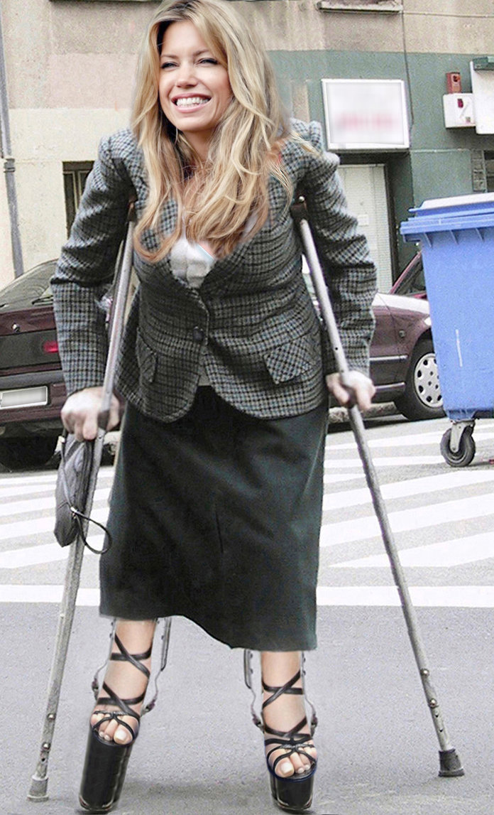 Paraplegic wearing high heels 4